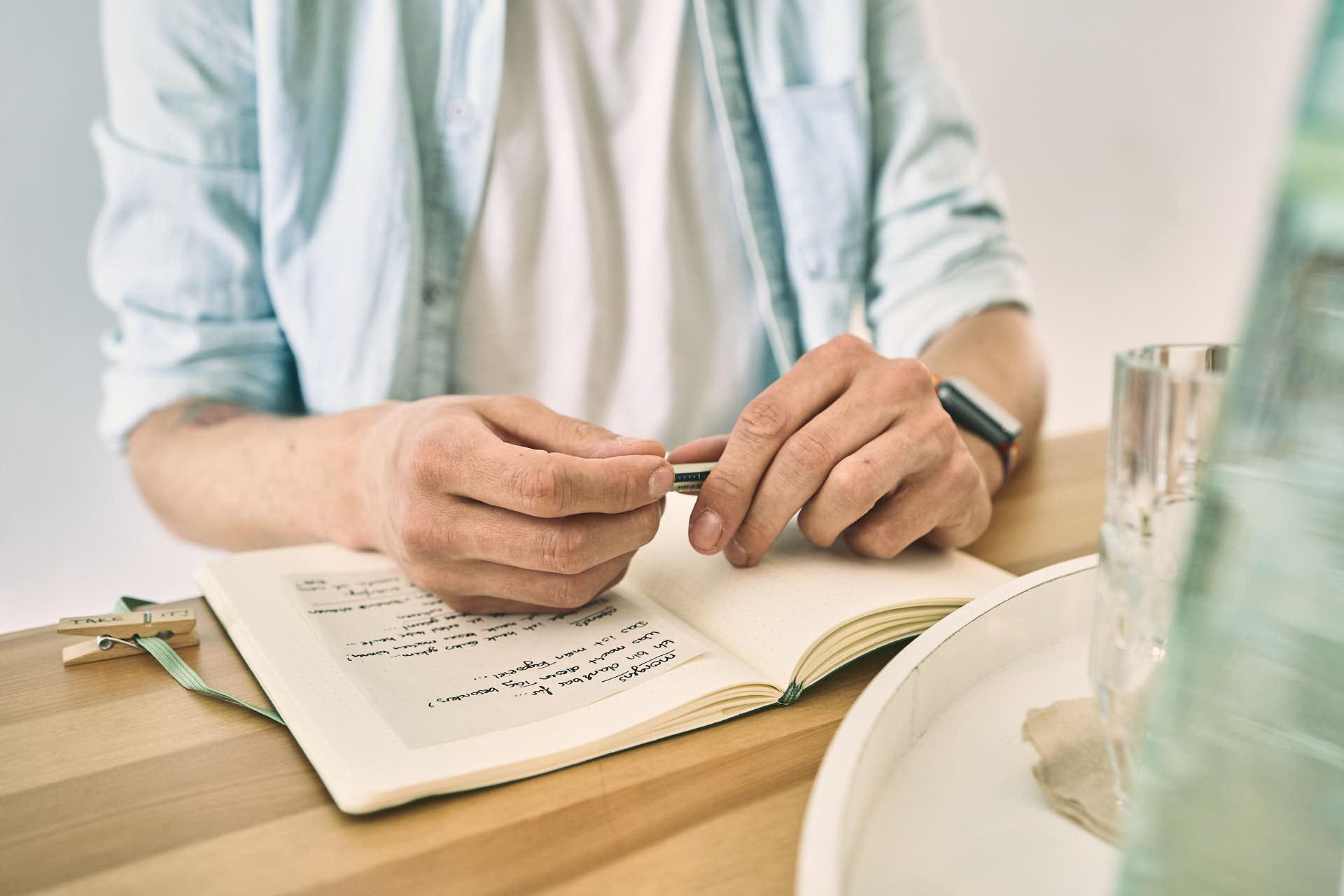 Lerne auf dich und deine Entscheidungen zu vertrauen - eine starke Achtsamkeitspraxis kann dir dabei helfen